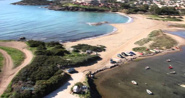 Δείτε την εκπληκτική παραλία του Αγίου Νικολάου στην Ανάβυσσο από ψηλά